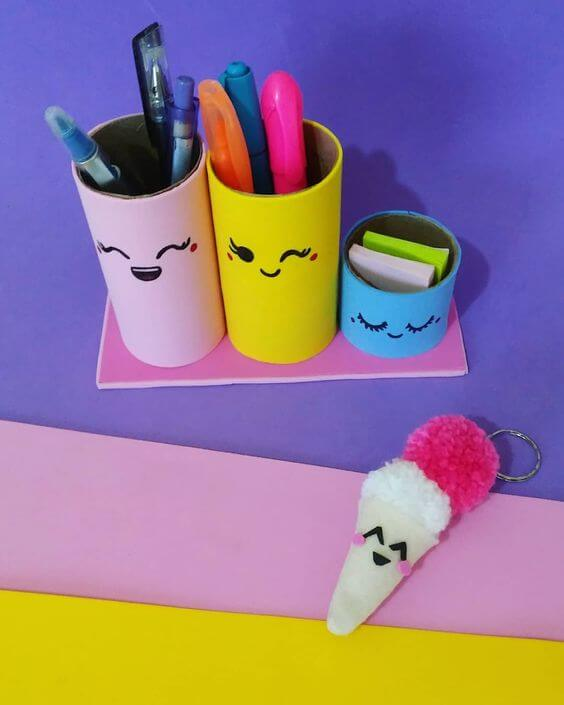 Porta canetas feitas com rolo de papel higiênico