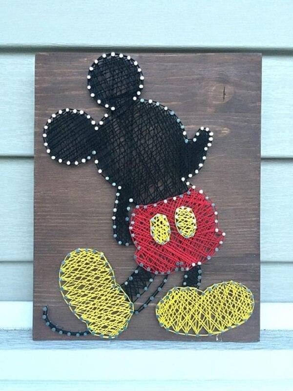 Decore o quarto infantil com quadro string art do Mickey