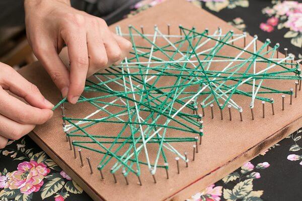 Crie um lindo quadro string art com desenho de coração