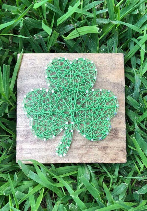 Traga sorte para o ambiente incluindo um delicado quadro string art de trevo