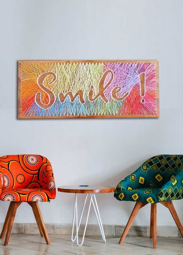 O quadro string art colorido traz alegria para esse ambiente