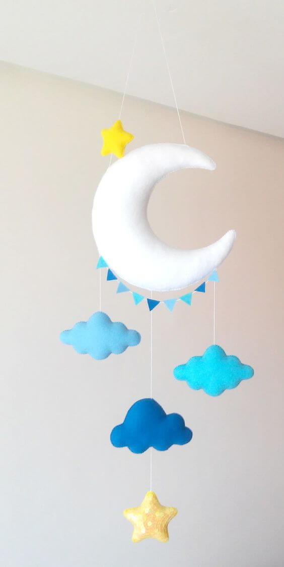 Nuvem de feltro azul com estrela