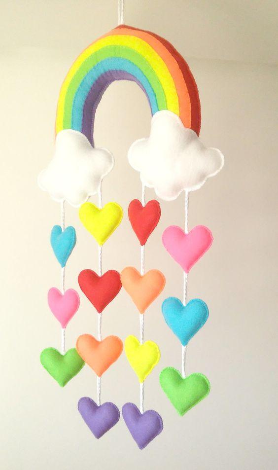 Nuvem de feltro com arco íris