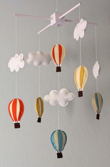 Mobile nuvem de feltro com balão
