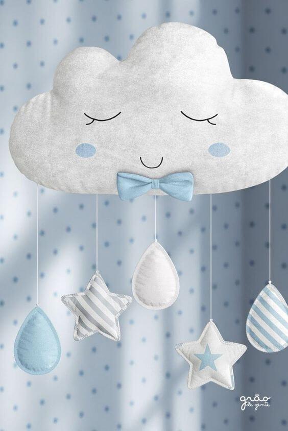 O quarto de bebê decorado com nuvem de feltro fica ainda mais bonito