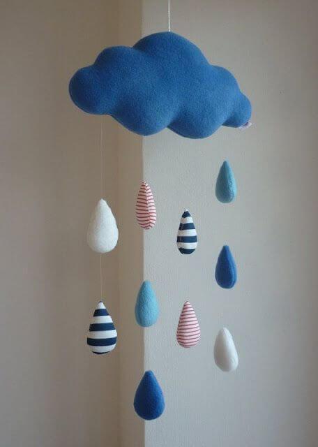 Faça seu próprio móbile nuvem de feltro