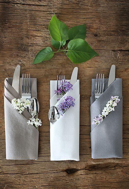 Como dobrar guardanapo de tecido com porta talheres