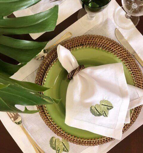 Como dobrar guardanapo de tecido bordado
