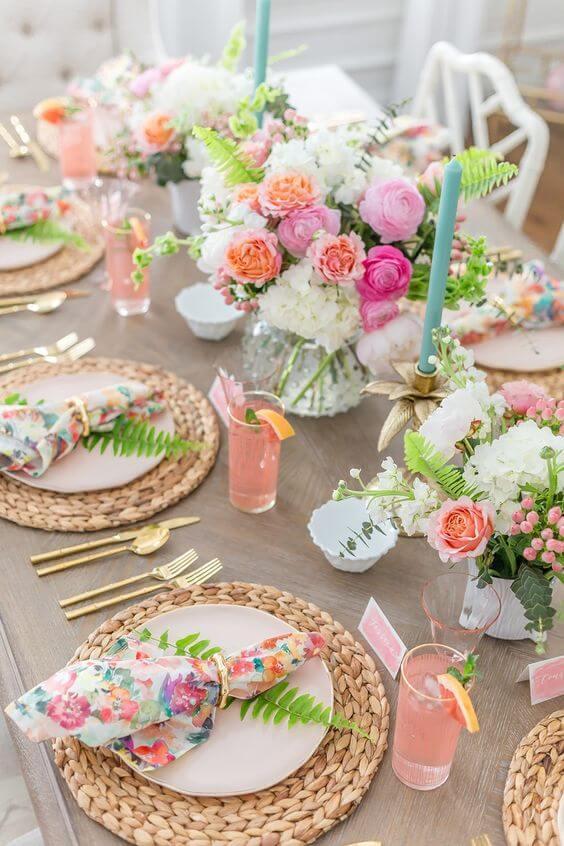 Como dobrar guardanapo colorido para mesa com flores