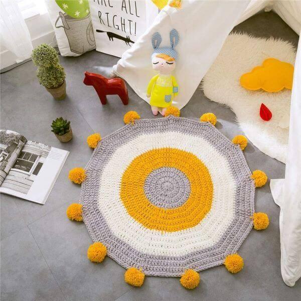 Tapete artesanal amarelo e cinza