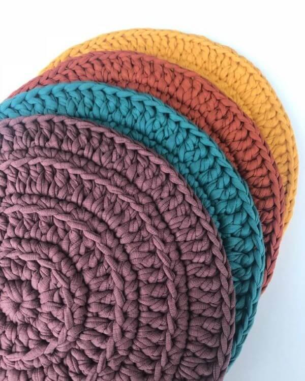 Tapete artesanal de crochê colorido