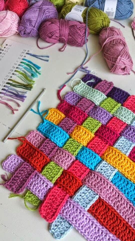 Tapete artesanal colorido faça você mesmo