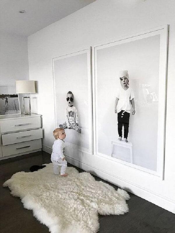 Quadro de fotos retrata o desenvolvimento dos filhos