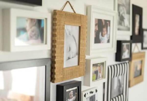 Mescle diferentes molduras quando for utilizar quadro de fotos para parede
