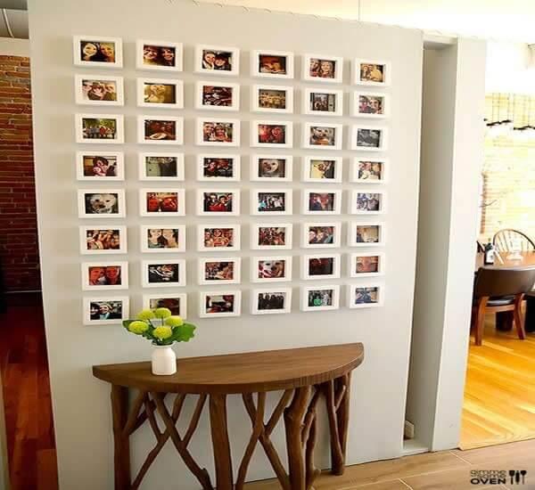 Mini quadro de fotos compondo a decoração do corredor