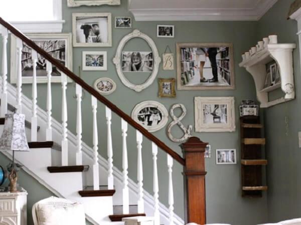 Quadro de fotos para compor a decoração da escada