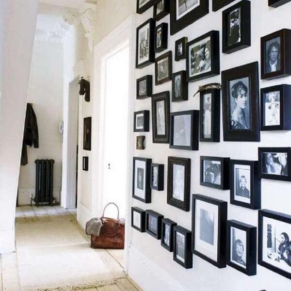 Quadro de fotos com moldura preta