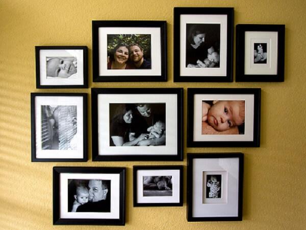 Quadro de fotos de família com a mesma moldura