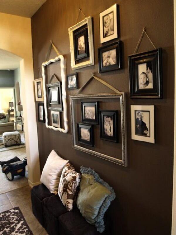 Aposte em quadros vazados para compor a decoração com fotos