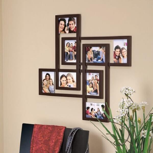 Invista em um quadro de fotos para compor a decoração da sala de estar