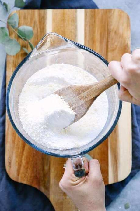 Follow the recipe for making powdered coconut soap for washing clothes